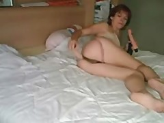 Mom from france toying both her holes