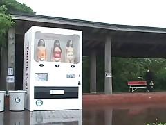 Amazing Human Vending Machine!