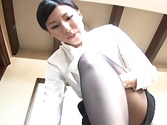 Japanese office ladie fucks a guy