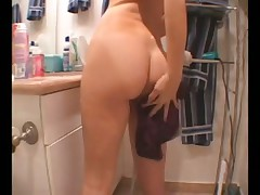 Girl shaves her pussy and her legs