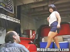 Midget Getting Fucked In The Back Of A Pickup Truck
