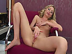 Marilyn Slender Stripper does solo finger masturbatin