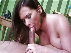 MILF knows how to fuck