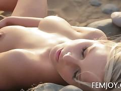 Miela Aka Marry - Miela Aka Marry Queen Playing On The Sand