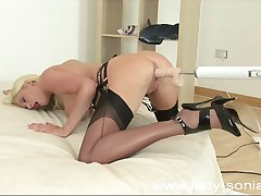 Michelle B using fucking machine